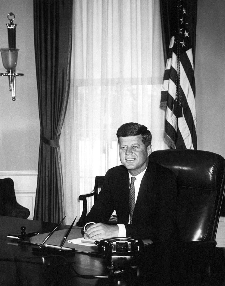 The leaders cuban missile crisiscuban missile crisis - Jfk oval office desk ...